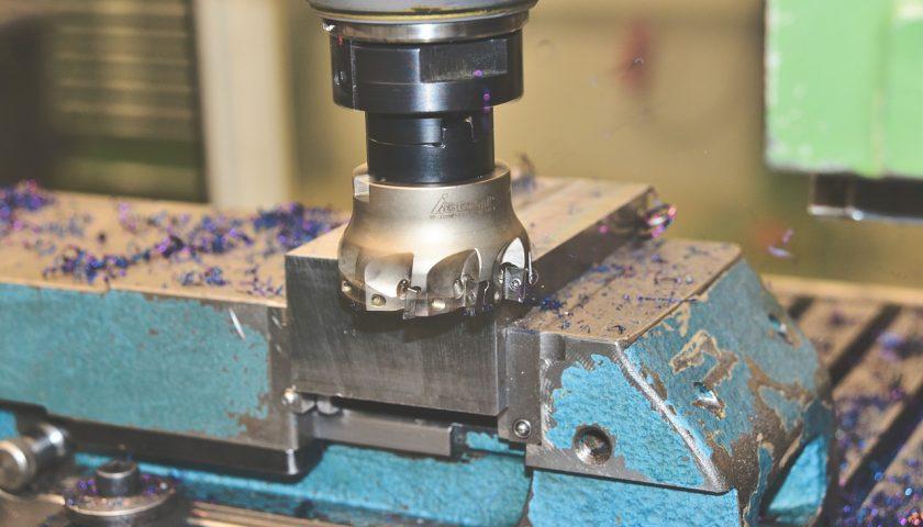 Mistrzowska precyzja w zasięgu ręki – maszyny CNC